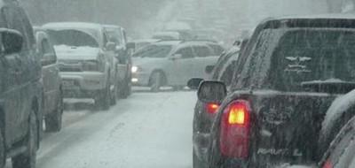 Погодные условия приводят к еще большему количеству застрявших в снегу!